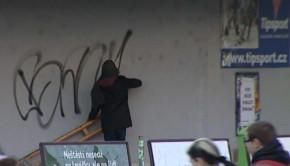 Graffiti dokument Muži v maskách