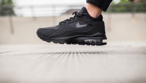 nike-air-max-93-triple-black-1-960x640