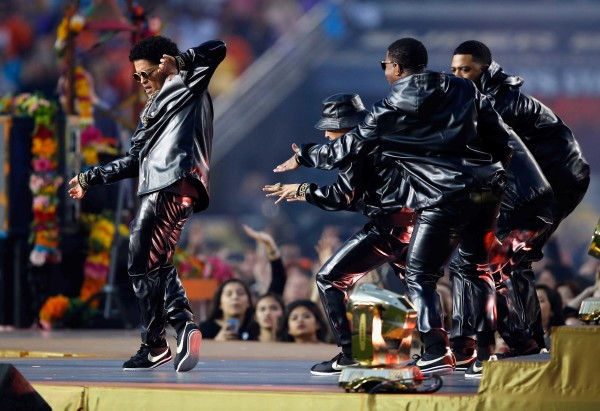 Super-Bowl-50-Beyonce-Coldplay-Mark-Ronson-February-2016-BellaNaija0016-600x411