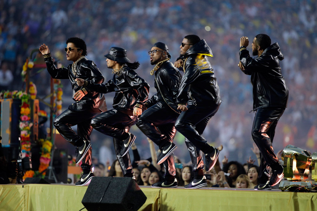 bruno-mars-super-bowl-nike-shoes