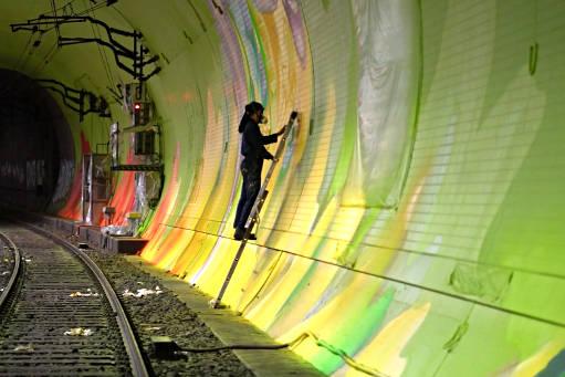 Does-Case-Maclaim-passent-6-semaines-à-peindre-un-tunnel-à-Francfort-511