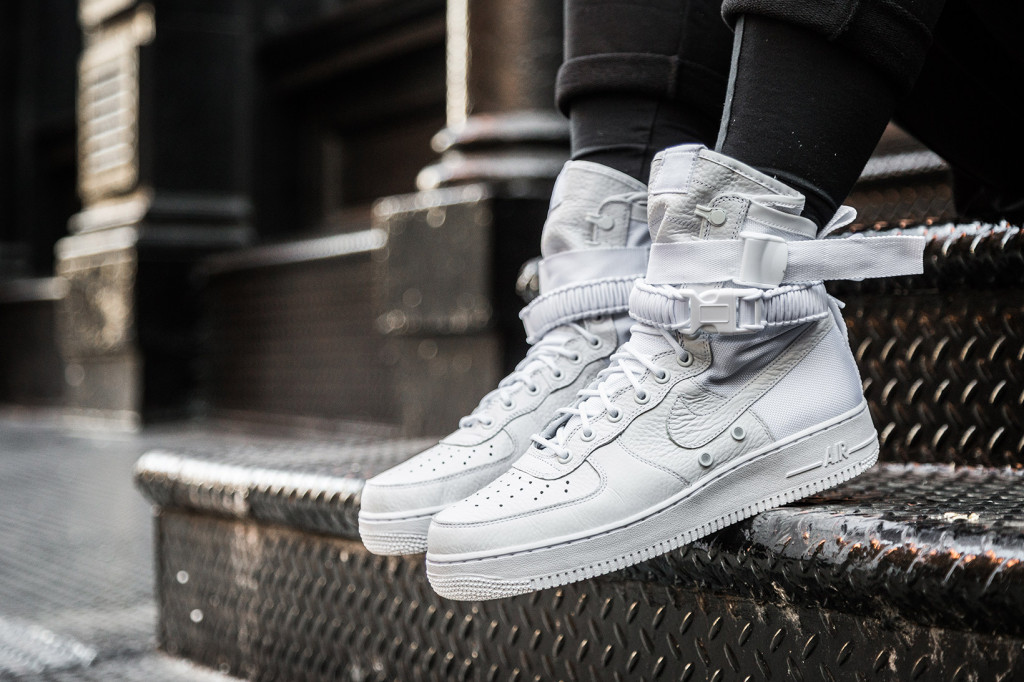 nike-special-field-air-force-1-on-feet-4