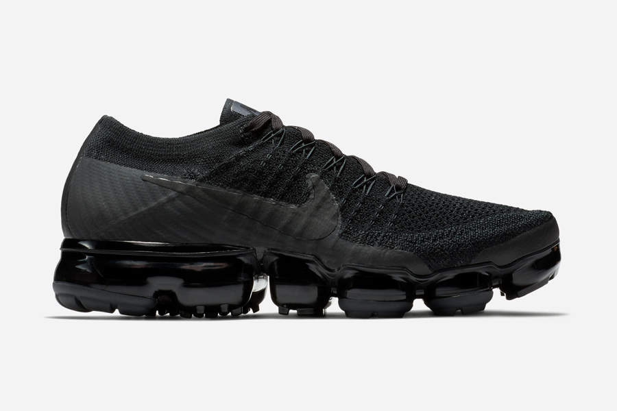 nike-air-vapormax-triple-black-2