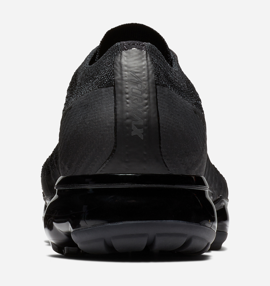 nike-air-vapormax-triple-black-3